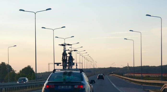 turysta autostrada samochód