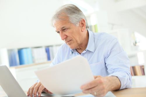 Czy z pracownikiem, który oczekuje na przyznanie renty, można rozwiązać umowę