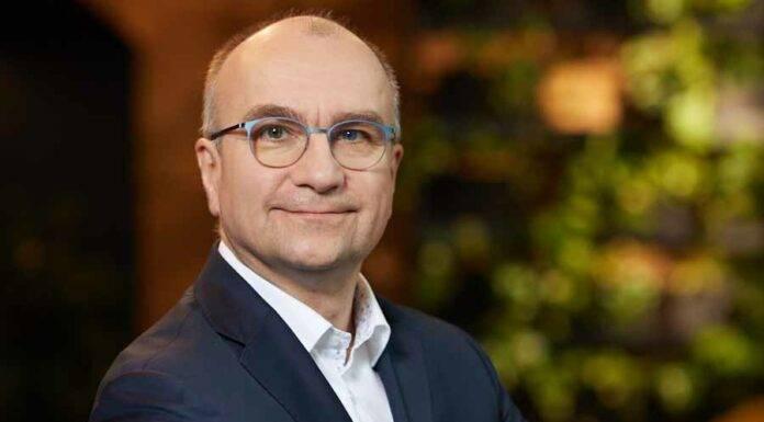 Prezes Schneider Electric Polska, Jacek Łukaszewski